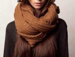 завязать шарф узлом