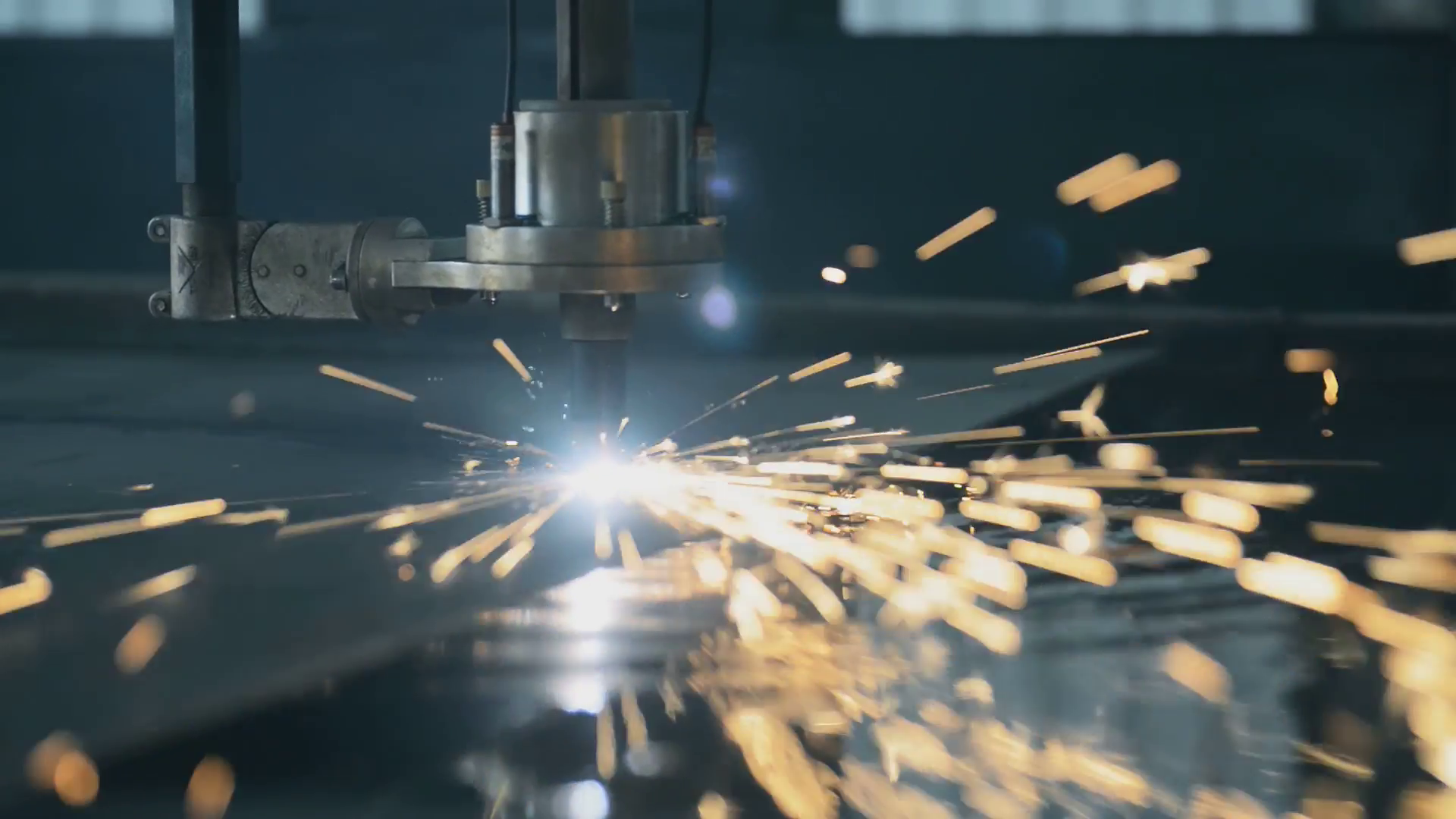 industrial-laser-cutting-processing-manufacture-technology-of-flat-sheet-metal-steel-material-with-sparks_stl0sb1__F0000
